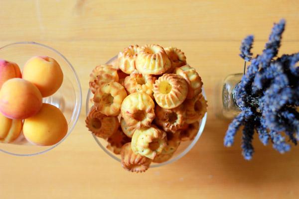 Aprikose-Lavendel-Guglhupf
